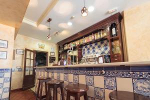 El salón o zona de bar de Casa Palacio de los Leones