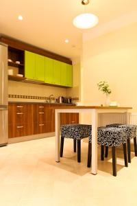 A kitchen or kitchenette at Martas Nams