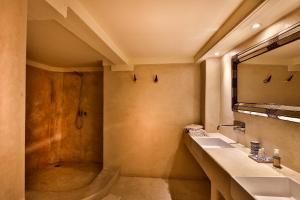 Salle de bains dans l'établissement Hotel & Spa Dar Bensouda