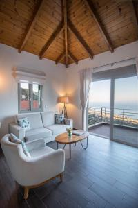 A seating area at Bay View GuestHouses