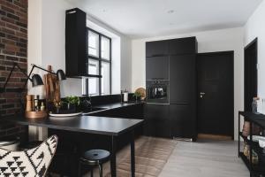 A kitchen or kitchenette at KOS16 Apartments