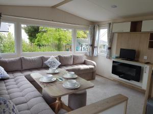 A seating area at Rosehill Caravan Park