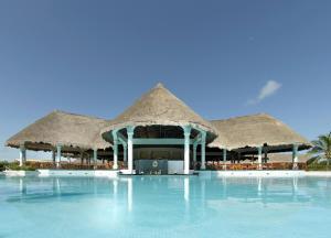グランド パラディウム カンテナ リゾート & スパ オールインクルーシブの敷地内または近くにあるプール