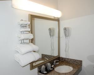 A bathroom at Canton Inn