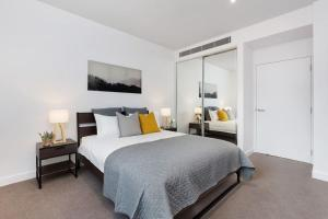 A bed or beds in a room at MDS88-Modern 2 Bedroom Brand New Apt in Chinatown