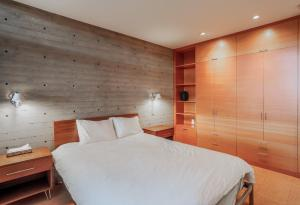 A bed or beds in a room at Bayside Retreat Home