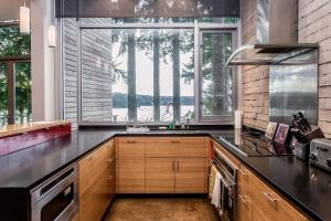 A kitchen or kitchenette at Bayside Retreat Home