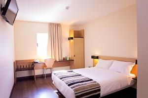 A bed or beds in a room at Park Hotel Porto Aeroporto