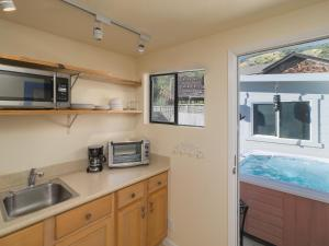A kitchen or kitchenette at 21 Calle del Sierra Home Entire Property