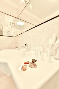A bathroom at Hotel Amber Design