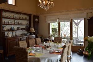 Restaurant ou autre lieu de restauration dans l'établissement les chambres de la ville haute