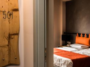A bed or beds in a room at Elia Bettolo Hotel