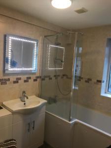 A bathroom at Rokeby Inn