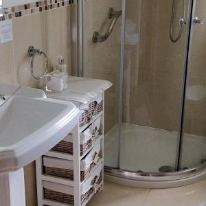 A bathroom at Riversdale Country House