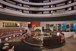 El salón o zona de bar de Krystal Grand Cancun