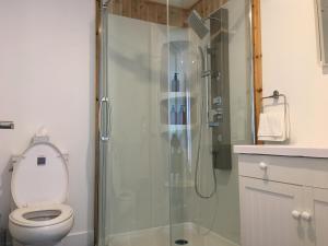 A bathroom at La Maison du Forgeron