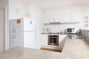 A kitchen or kitchenette at Beach Cottage, Forster