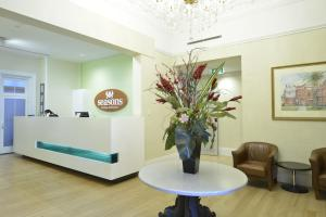 The lobby or reception area at Seasons Heritage Melbourne
