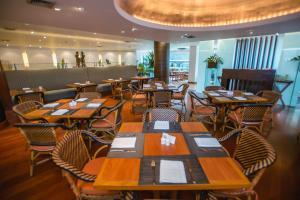 A restaurant or other place to eat at Boulevard Hotel Bangkok Sukhumvit
