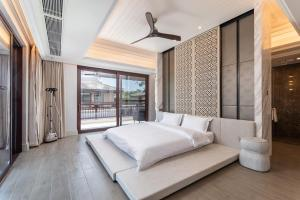 A bed or beds in a room at HaitangBay Loosen Coast Resort Villas