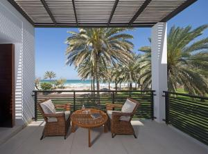 A balcony or terrace at The Chedi Muscat