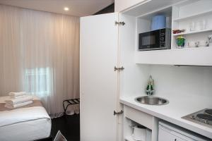 A kitchen or kitchenette at NOX HOTELS - Golders Green