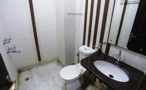 Un baño de Smyle Inn