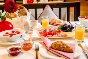 Frühstücksoptionen für Gäste der Unterkunft Hotel IMLAUER & Bräu
