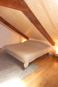 A bed or beds in a room at La Bergerie du Plateau
