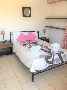 Ένα ή περισσότερα κρεβάτια σε δωμάτιο στο Pension Sofia Amorgos