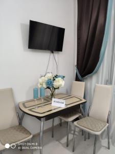 Телевизор и/или развлекательный центр в Apartment Panorama Park Chernomorskaya