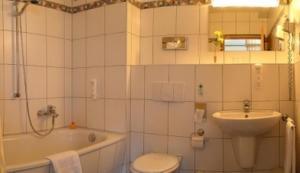Ein Badezimmer in der Unterkunft Hotel Stadt Naumburg