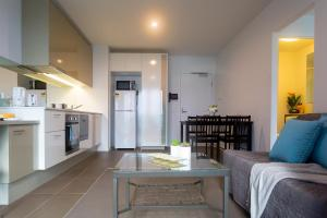A kitchen or kitchenette at A Cozy CBD Suite with a Gorgeous View of the Yarra