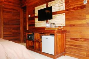 A television and/or entertainment center at Pemedal Beach Resort