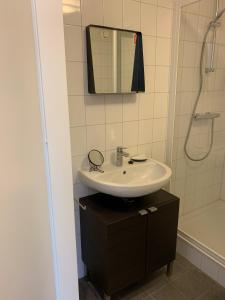 Een badkamer bij Boothuis Harderwijk