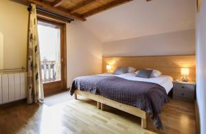 A bed or beds in a room at Chambres d'Hôtes Les 2 M