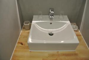 A bathroom at Chambres d'Hôtes Les 2 M