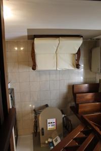 A bathroom at Villa Ferri Apartments
