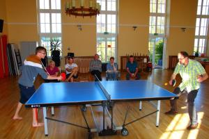 Ping-pong facilities at Das Haus am Teich or nearby