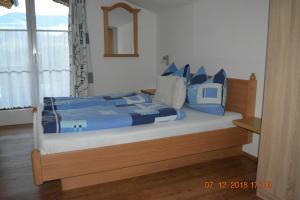 Ein Bett oder Betten in einem Zimmer der Unterkunft Gästehaus Huber