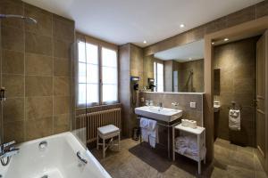 Ein Badezimmer in der Unterkunft Auberge du Raisin