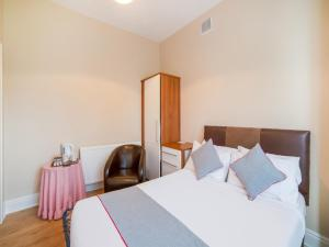 A bed or beds in a room at The Briary