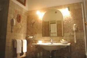 A bathroom at Hotel Villa Clementina