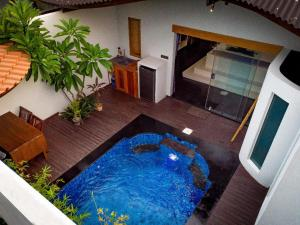 A view of the pool at Stay Shark Villas Gili Air or nearby