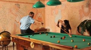 A pool table at Hotel Villa Clementina