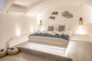 A bed or beds in a room at CAPE 9 Villas & Suites