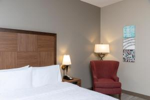 A bed or beds in a room at Hampton Inn Indianapolis Downtown Across from Circle Centre