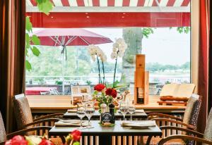 Ein Restaurant oder anderes Speiselokal in der Unterkunft Rhein-Hotel Nierstein