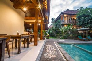 Adi Jaya Cottages Jungle Suites by EPSの敷地内または近くにあるプール