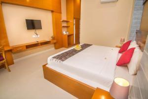 Adi Jaya Cottages Jungle Suites by EPSにあるベッド